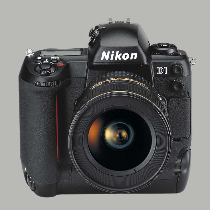 1999. Premier reflex digital Nikon. The Nikon D1 was the first Digital Reflex Camera's with 2.7 megapixels. It was introduced on june 15, 1999. We travelled together for over a decade. I still cherish it and won't sell it.