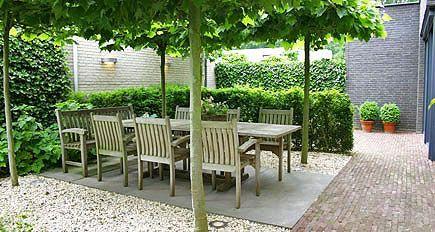 http://www.tuindesign-ten-horn.nl Tuinarchitect - tuinontwerp. Moderne kleine eigentijdse voortuin en achtertuin in Limburg. Onderhoudsvriendelijk.