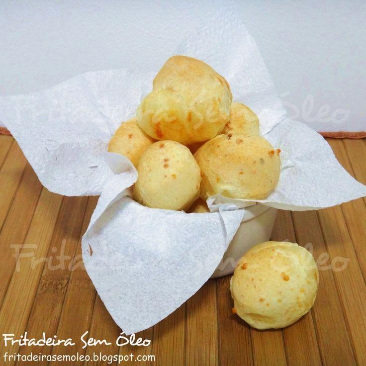 Que tal um pão de queijo quentinho? E se ficar pronto rapidinho? Melhor ainda!  Nesta receita vou ensinar uma massa de pão de queijo bem sab...