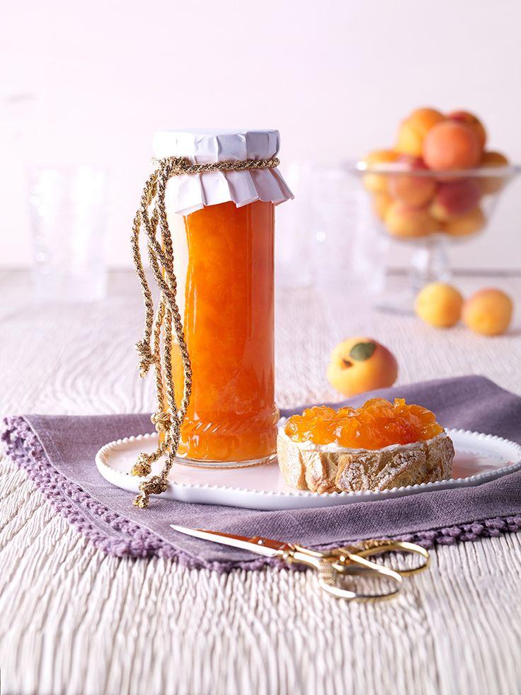 Goldige Aprikosenkonfitüre -  Aus Aprikosen und Apfelsaft kochen Sie diese…