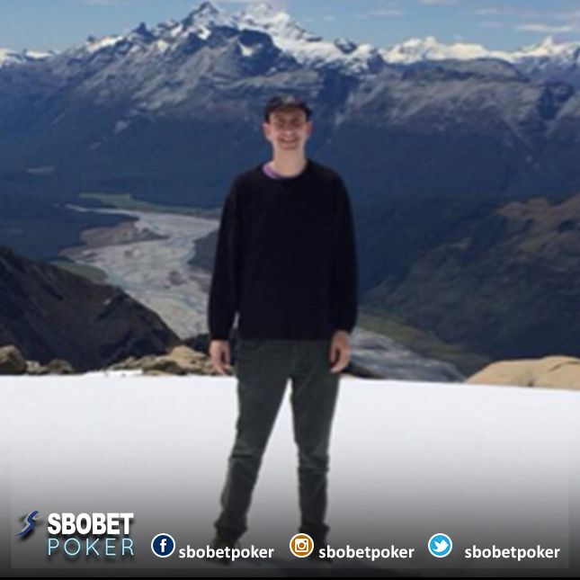 Erik Seidel when vacation to New Zeland ride heli at Queenstown to Milford Sound #Sbobetpoker #Lifestyle