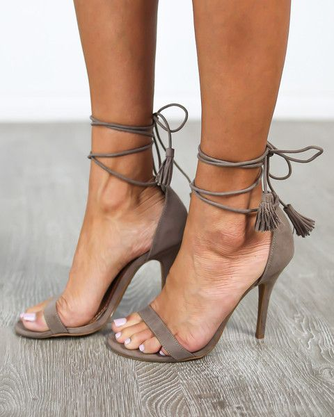 beautiful toes & sexy strappy heels!