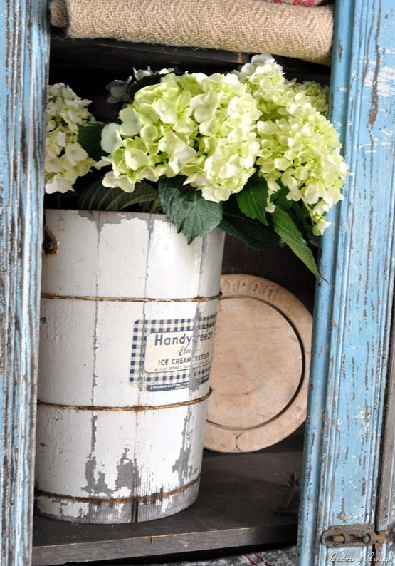 .: Cream Buckets, Beaut Ideas, Cream Churn, Woods Buckets, Ana Rosa, Love It, Ice Cream, Blue Cupboards, Flower