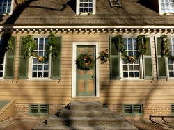 17 best images about colonial christmas on pinterest for Colonial home christmas decorations