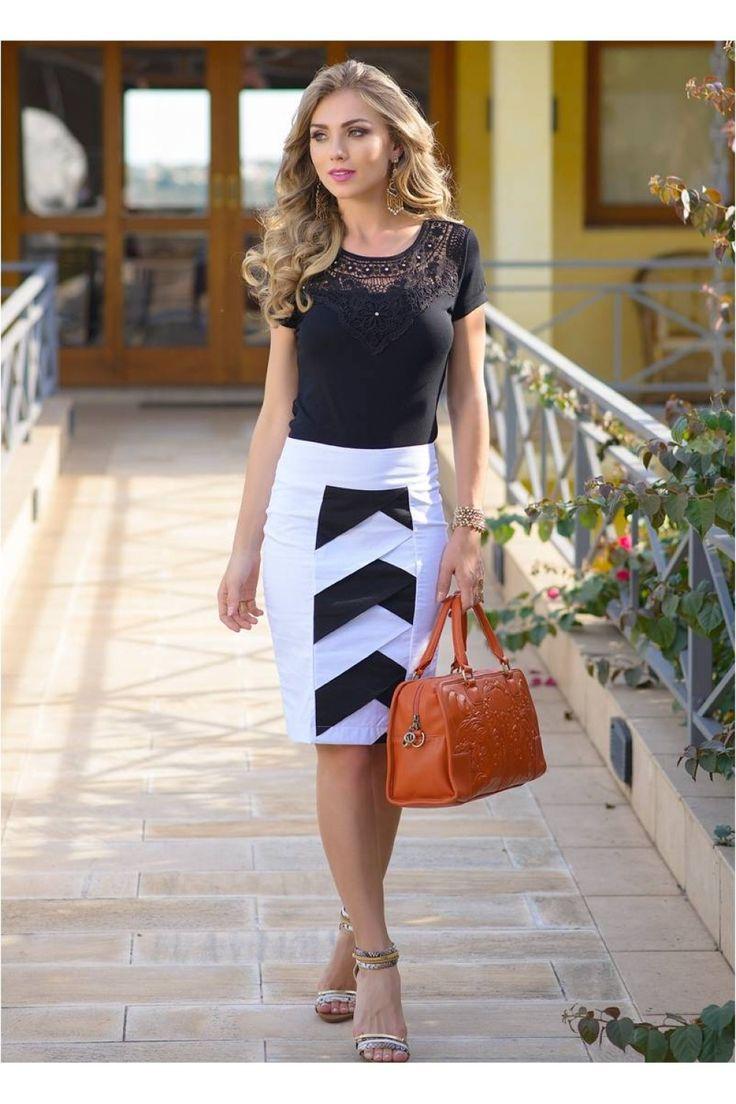 A moda está bem generosa com as mulheres que gostam de uma moda mais comportada, pois são muitos modelos de saias evangélicas até o joelho que garantem a e