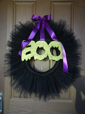 Tutu for the Door! Luv It!!!  So I Saw This Tutorial ...: And the Tutu MANIA Continues ...