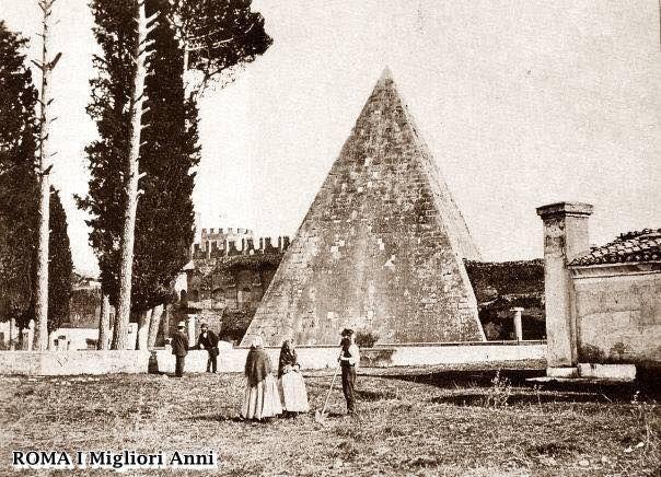 Piramide Cestia 1890