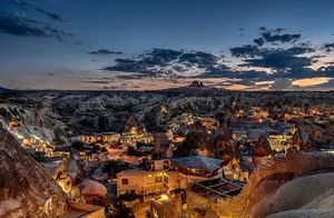 natuur, landschap, berg, rots, turkije, huis, dorp, zonsondergang, verlichting, moskeeën, stad