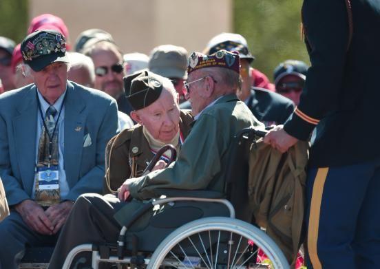 Le 6 juin 2014, les chefs d'Etat et les vétérans rendent hommage aux soldats qui sont morts lors du Débarquement du 6 juin 1944, sur les plages de Normandie.