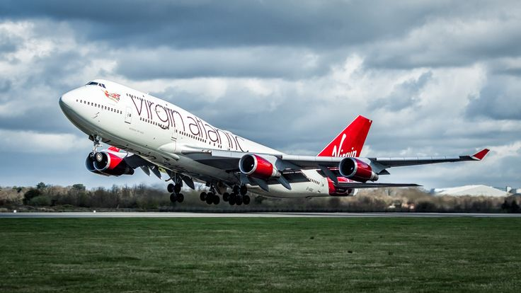 Jumbo Jet leaving Manchester Airport. - A Virgin Atlantic Boeing 747 departing from runwat 23L at Manchester Airport.