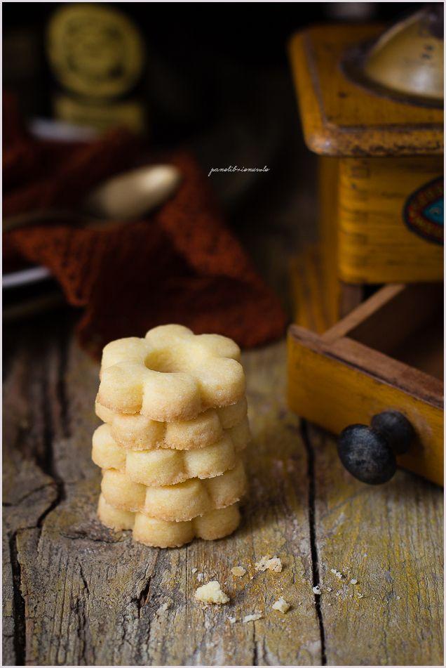 Tutti conoscono i biscotti a fiore, ma con il nome canestrelli si intende una serie di prodotti da forno diversissimi tra loro, che creano una gran confusione in chi si metta in testa di fare…