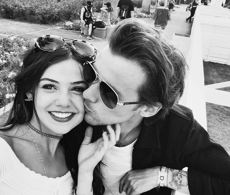 Quick rant: Is it just me or does Louis hardly ever look happy? Whet here it's with Danielle, Freddie, Briana.. Did any of you see how happy he was with his family a couple of weeks ago? I don't get it but something isn't right in his life.. And I really wish I could figure it out