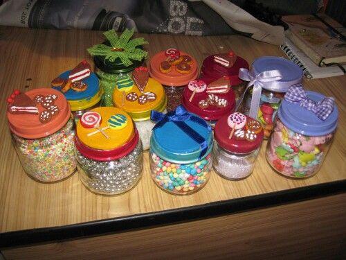 vasetti di omogenizzati reinventati per contenere le decorazioni per le mie torte