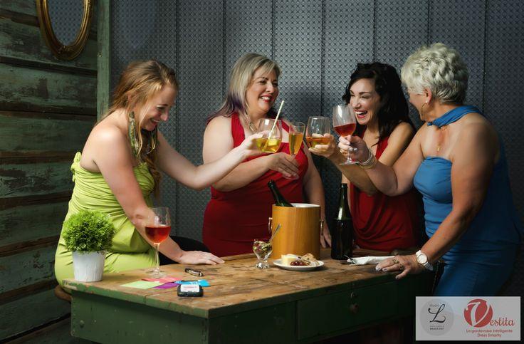 4 women with 1 Vestita tunic