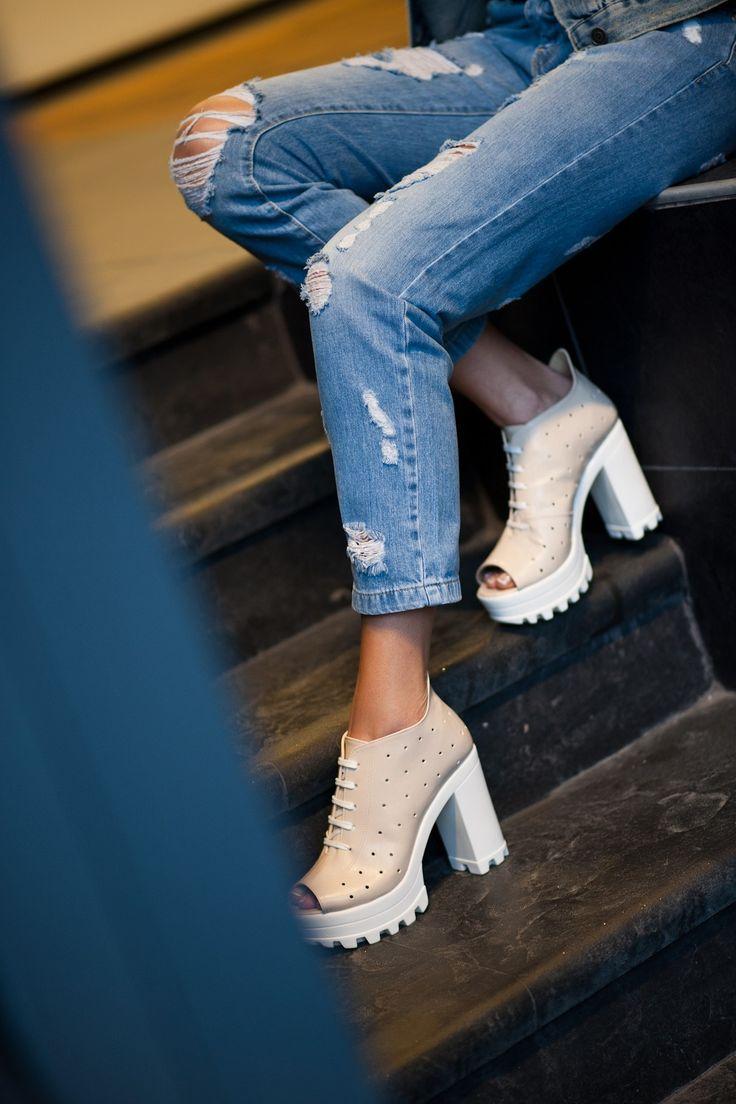 Kalın Beyaz Topuklu Yazlık Bayan Ayakkabı Modelleri - Women Shoes Fashion (1)