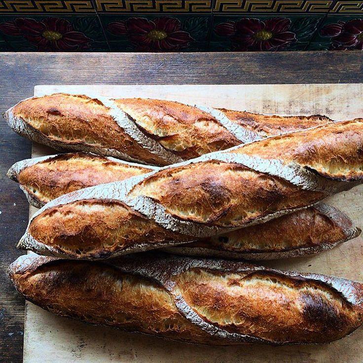 はるいろさくらまつり出店用  しみじみ美味しい生地を味わって欲しくてバゲットカンパーニュフルーツブレッド食パンなどなど定番系のシンプルなパンをたくさん焼きましたいちごのシュトロイゼルクーヘンクロワッサンホワイトブラウニーなどもご用意してお待ちしております  明日明後日とお店はお休み よろしくお願いします by chiestylee