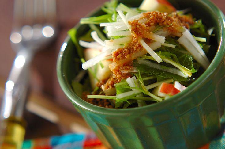 ユズコショウの香りが広がる、みずみずしいサラダです。リンゴと大根のシャキシャキサラダ/杉本 亜希子のレシピ。[和食/サラダ・おひたし]2014.12.15公開のレシピです。