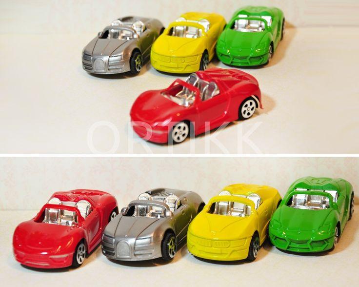 Mini samochodzik sportowy, resorak, idealny do exploding boxa. #car #auto #samochód #toy #mini #miniature #gift #child #prezent #explodingbox #ortikk