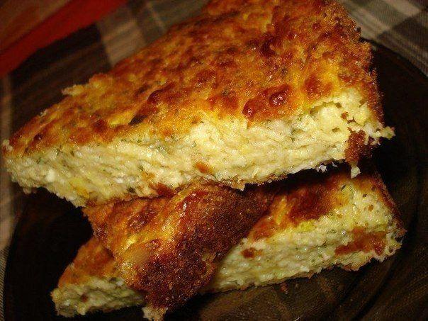 Запеканка из кабачков с сыром. Кабачок, зернёный творог (валио синий?), сыр, яйца