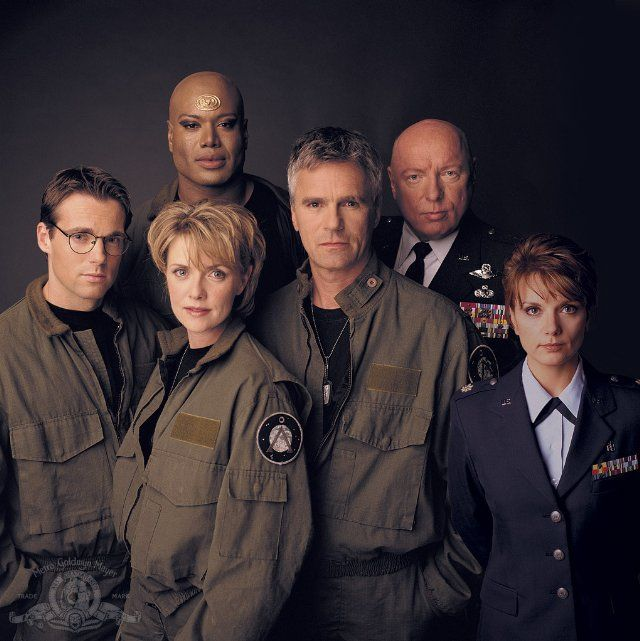Still of Richard Dean Anderson, Don S. Davis, Christopher Judge, Teryl Rothery, Michael Shanks and Amanda Tapping in Stargate SG-1
