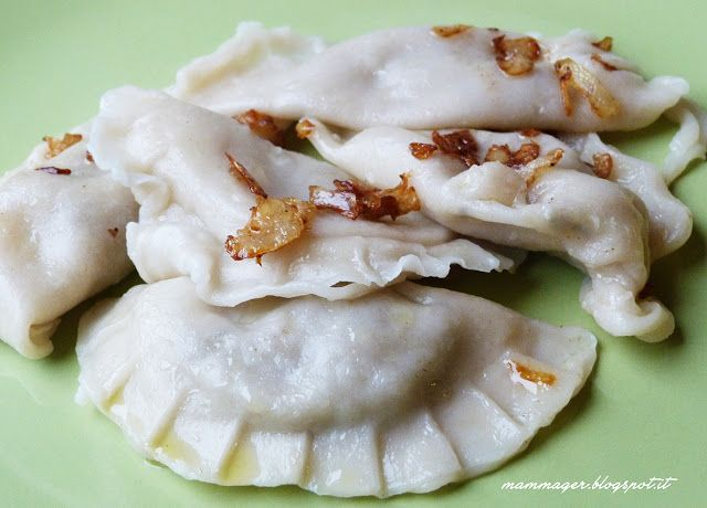 MAMMAger: Specialità della cucina polacca: pierogi con crauti e funghi porcini (pierogi z kapusta i grzybami)