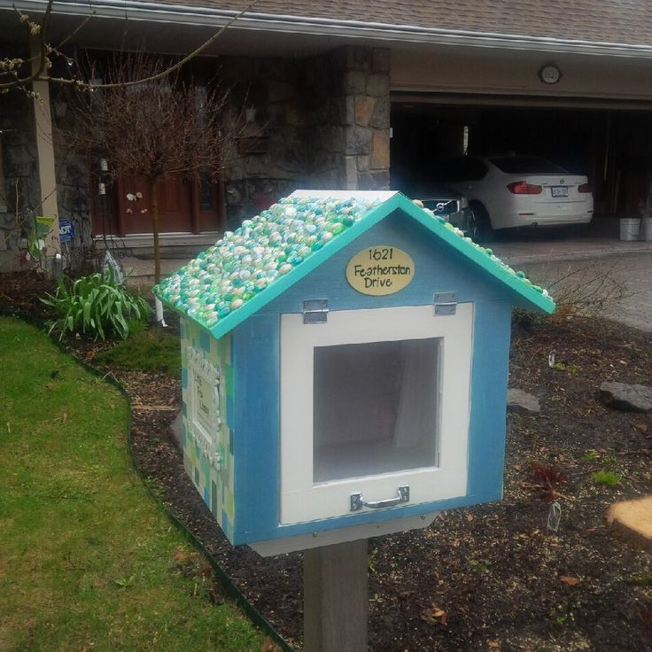 Juliann Castell. Ottawa, Ontario, Canada. This little free library is located in Ottawa, Ontario Canada in the Alta Vista Neighbourhood. Jack Castell (helped by his mom Juliann) is the Steward of the LFL. Please see our blog at : http://ottawalittlefreeli.wix.com/featherston-drive or feel free to contact us at:ottawalittlefreelibrary@gmail.com