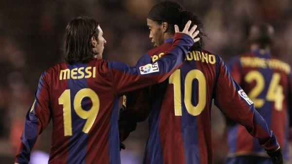 """Ronaldinho sobre renovação de Messi: """"é difícil ver ele com outra camisa"""" - https://anoticiadodia.com/ronaldinho-sobre-renovacao-de-messi-e-dificil-ver-ele-com-outra-camisa/"""
