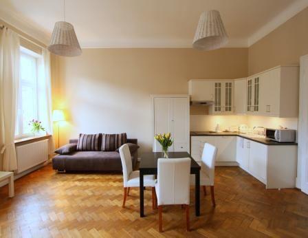 Studencka 63  Eine moderne Wohnung mit einem Schlafzimmer. Das Hotel liegt im zweiten Stock auf Studencka Street, approximatly 100 m vom Hauptplatz entfernt. Mit einem Wohnraum mit Küchenzeile, ein separates Schlafzimmer und ein Bad. Ein Doppelschlafsofa im Wohnzimmer befindet.