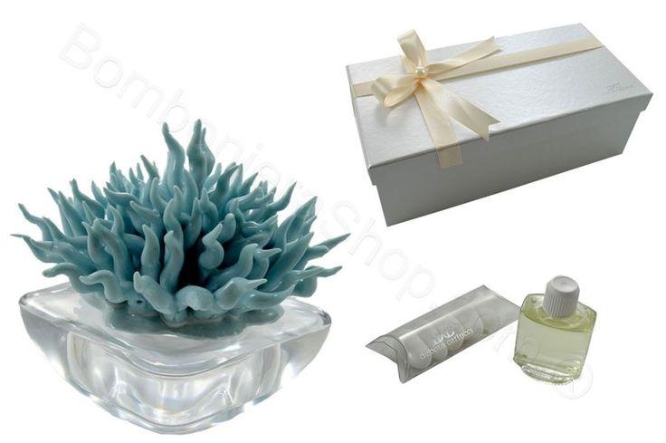 """Profumatore """" Coral """" base in cristallo con riccio in porcellana celeste confezionato con confetti"""