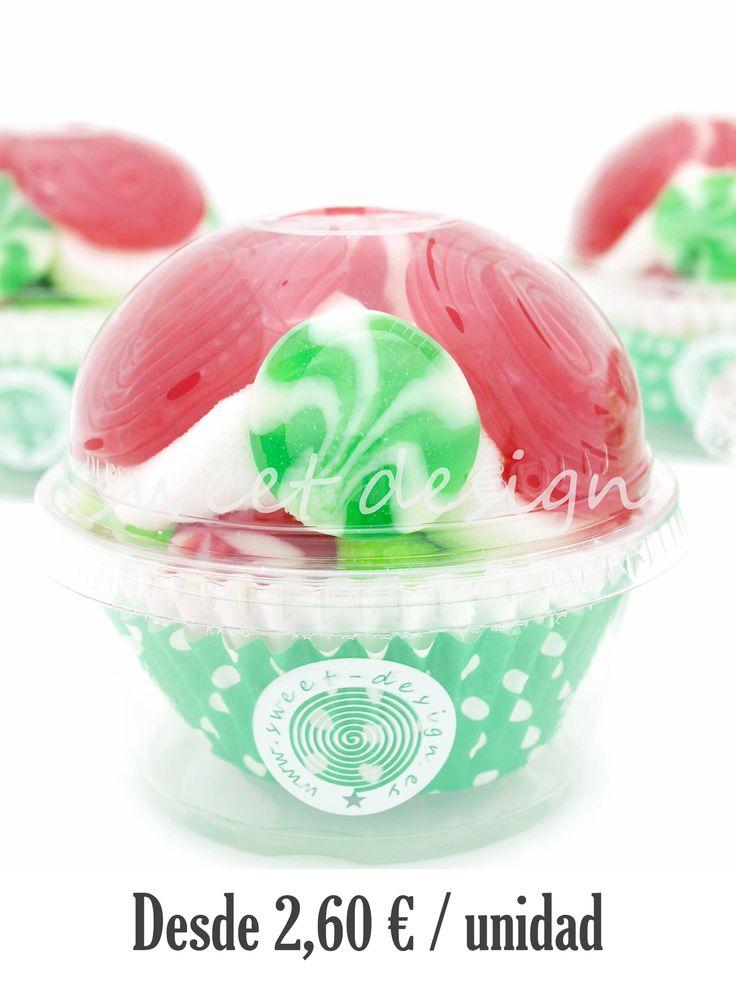 Vasito cupcake chuches relleno de golosinas de colores predominantes Rojo y Verde. Gran variedad de diseños, colores y tipos de chuches.