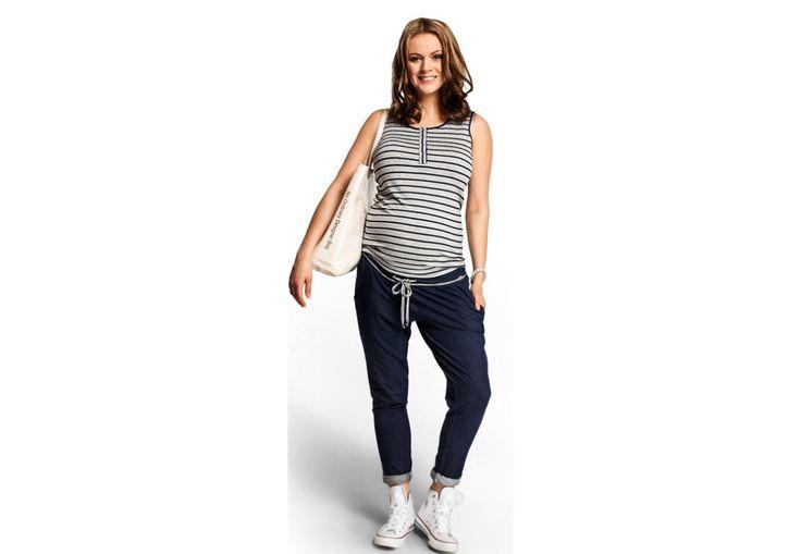 Flexie nadrág - Kismama nadrágok Hihetetlenül sokoldalúan használható nadrágot keresel?  Nos, erre tökéletesen alkalmas  a Flexie - viselheted otthon, sportoláshoz, játszótérre vagy akár nyaralás hűvösebb napjain is. Nagyon puha anyagból készült,amely lágy esést kölcsönöz a nadrágnak, sötétkék anyagból - magában fehér/fekete melírral. Széles derékrésze miatt a várandósság utolsó napjaiban is kényelmes viselet. Ne feledd, a rugalmas anyagnak köszönhetően szülés után is bátran hordhatod!