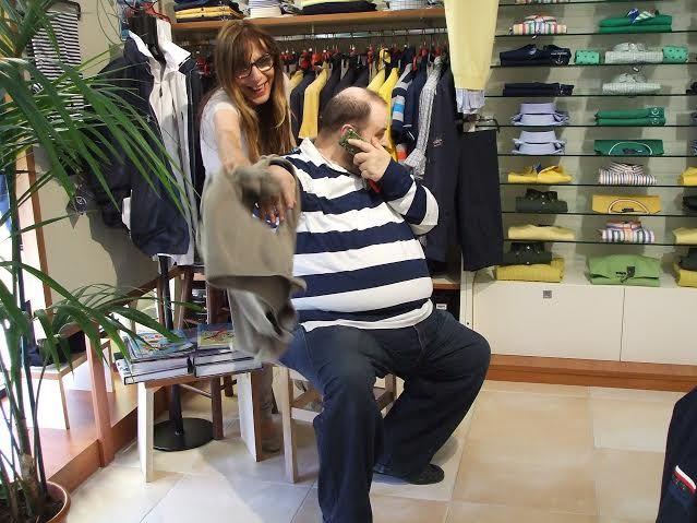 Alle prese con un cliente, ora grande amico, esigente e che richiede la massima dedizione: il nostro affezionatissimo Marco Saltarin di Telestudio Modena. #abbigliamento #uomo #modena