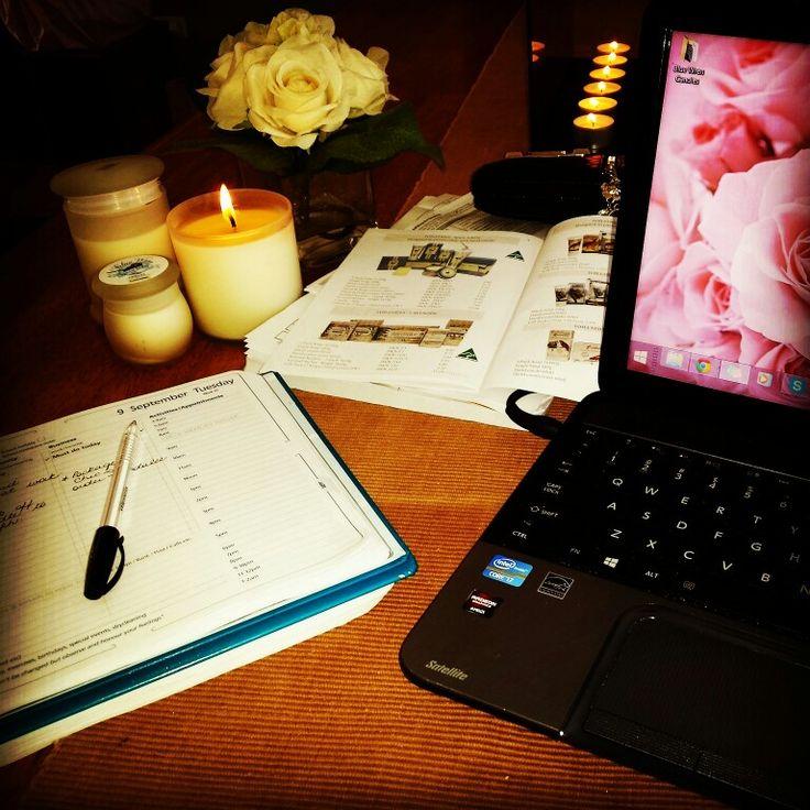 Loving my late night work space ♡