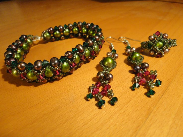 Set of bracelet, ring and earrings. Sweetwaterpearls and Swarovskipearls.