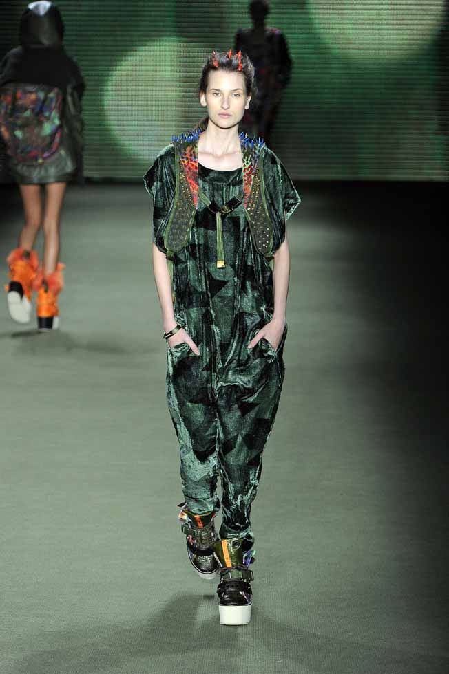 LOOK 33    33701 Velvet camouflage overalls  33827 Rustic silk spikes backpack vest e-fabrics  34191 Psychedelic camouflage boots e-fabrics  33833 Center spike headband