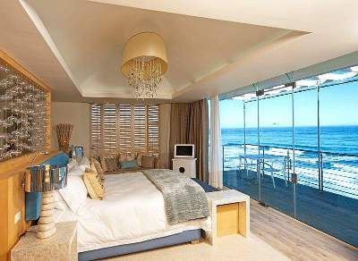 Spoil yourselves to a night or two at the Uber Romantic Views Hotel and Spa in Wilderness #honeymoon #gardenroute