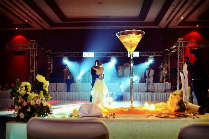 Renta de copas martinis gigantes para centros de mesas