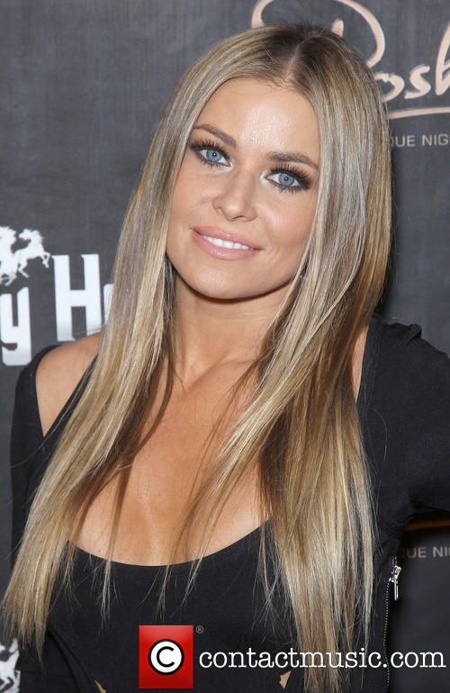 Carmen Electra. Gorgeous and love her hair color ♥