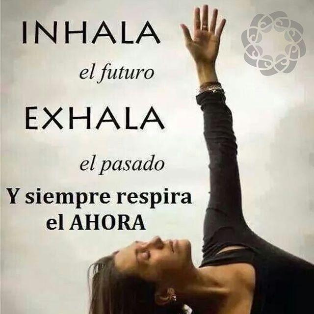 Respira y vive cada momento  ___________________________________________ GO! NAMASTE ॐ #pienso_en_positivo #citas #hooponopono #emprendedores #emprende #vive #yoga #felicidad #publicidad @by.piensoenpositivo . Compártela Etiqueta a Otros PIENSA EN POSITIVO VIVE EN POSITIVO