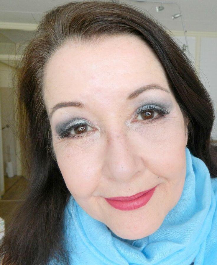 Voor en na mijn ooglidcorrectie! blauwe oogschaduw makeup revolution palette
