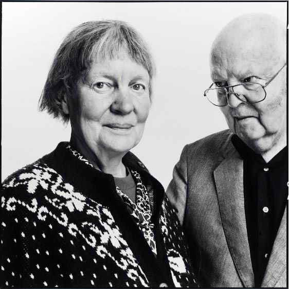 iris murdoch 2001/03/01 charles arrowby, leading light of england's theatrical set, retires from glittering london to an isolated home by the sea he plans to write a memoir about  about the sea, the sea charles arrowby, leading light of.