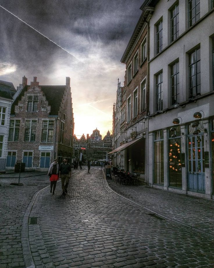 hdr photo of an evening in Ghent