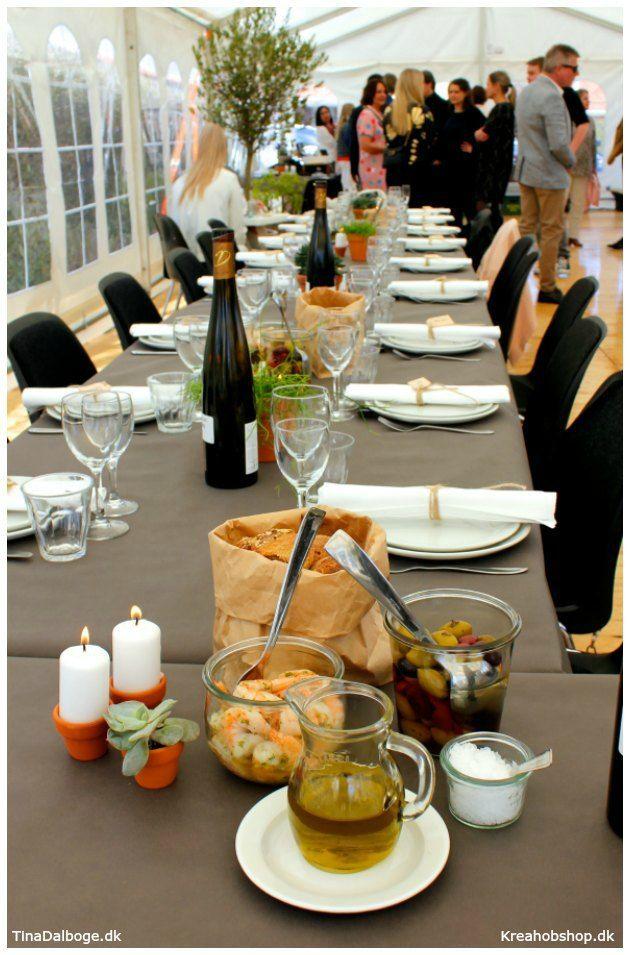 Inspiration til fester med bordpynt på en mere rå og anderledes måde. #fest #fester #borddækning #konfirmation #italien #dug #servietter #bordpynt #bordkort