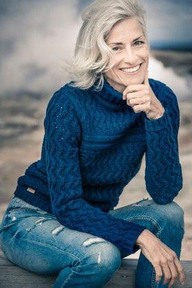 SILVER - Agence SIMONE J Taille 176 Poitrine 90 Taille 63 Hanches 92 Veste 38 Pantalon 38 Pointure 40 Cheveux blonds Yeux bleus