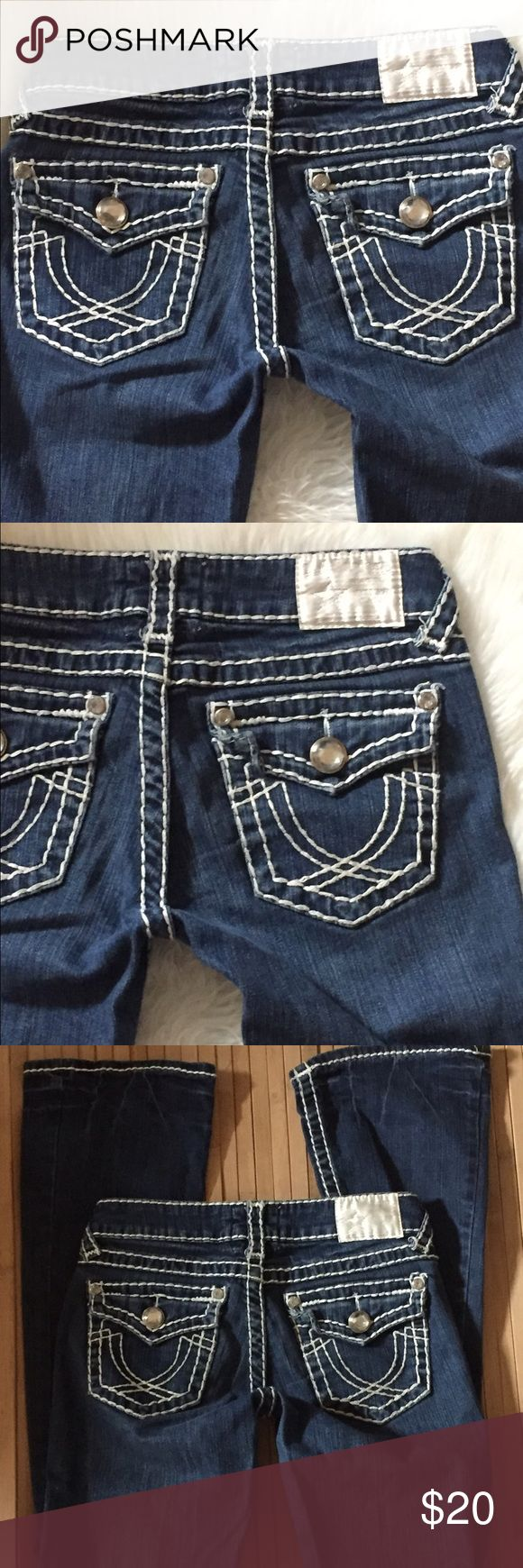 "LA Idol bling jeans Sz 0 26x33"" Brand La Idol Sz 0 97%  cotton 3% spandex Waist across: 13"" Inseam: 33"" Condition: very light frayed on hems not very visible  ⚡️no low offers gladly bundle La Idol Jeans Boot Cut"