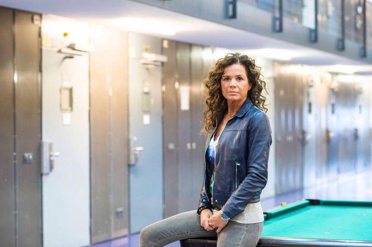 Nicole Buch bezoekt de afdeling Extra Zorg Voorziening in de gevangenis. Kijk Buch in de Bajes op NLziet: https://www.nlziet.nl/i/8e268d6b-71e5-32ff-b69a-f71595437845