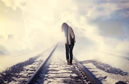 Kız, demiryolu, sanatsal yürüyüş, sisli, ışık, yalnız, arka portre, Masaüstü Duvar Kağıtları