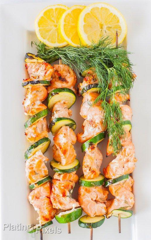 2.BBQにお魚も!サーモンケバブ - 脱マンネリ。『バーベキューで焼いておいしい』レシピ9選!こんなものまで焼いちゃうの!? (2ページ目)|CAFY [カフィ]