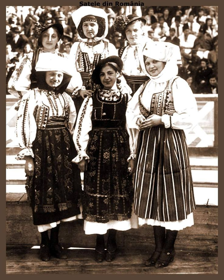 """Girl group from Olt Country to the ,,Youth Romania Celebration"""", 1937 in Bucharest"""