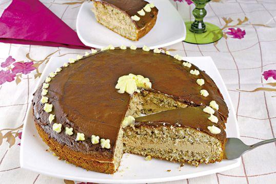 Dacă aveţi poftă de un tort rapid, cu blat pufos şi cremă, trebuie să încercaţi acest tort cu blat de unt. Un desert aerat, gustos şi foarte uşor de preparat!